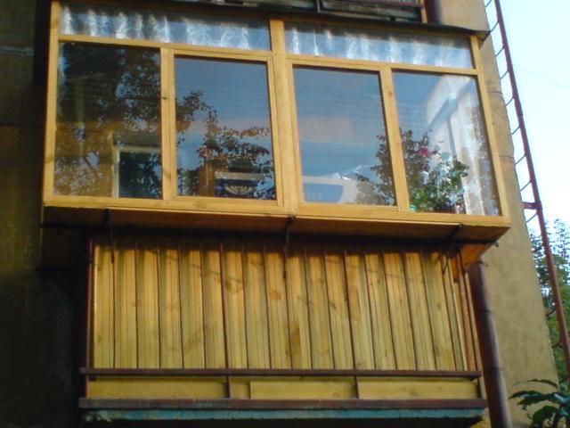 Как застеклить балкон: сравнение различных способов строй со.
